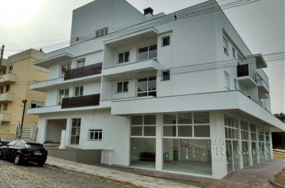 Apartamentos de 02 dormitórios (com e sem suíte) e salas comerciais.